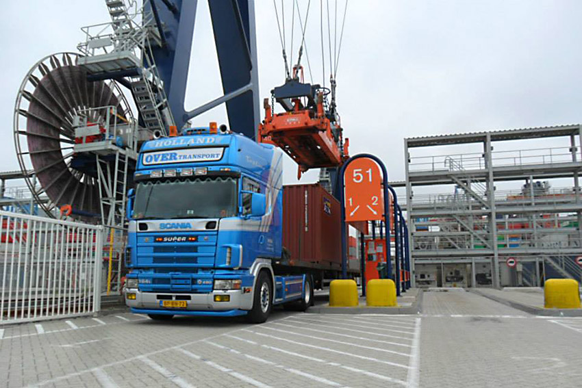Zee-container-transport-over-transport-emmer-compascuum-01